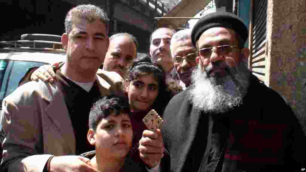 Coptic priest Bemen Shakr makes his way to the cathedral in Cairo, March 18, 2012. (VOA-E. Arrott)