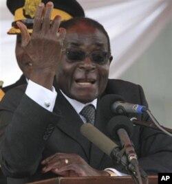 Robert Mugabe e a sua mulher foram dois dos principais beneficiados da Reforma Agrária lançada no ano 2000.