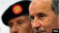 Pemimpin Pemerintah Sementara Libya (NTC) Mustafa Abdel Jalil meminta NATO untuk tetap berada di Libya hingga akhir tahun (foto:dok).