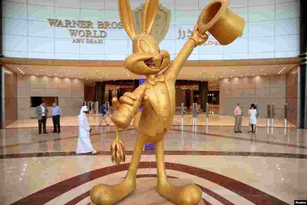 نمای داخلی مرکز تفریحی وارنر برادرز در ابوظبی