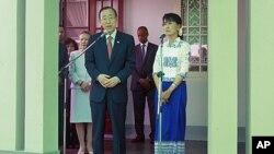 聯合國秘書長潘基文與緬甸民主運動領導人昂山素姬星期二在仰光舉行記者會