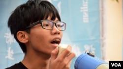 """獨派學生組織""""學生動源""""前召集人、19歲的鍾翰林表示,港版國安法以終身監禁等嚴刑峻法, 可能會造成兩極化,不排除有人會發動更激進的武力抗爭。(美國之音湯惠芸)"""