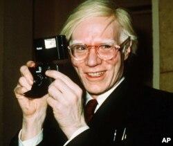 El artista Pop Andy Warhol en Nueva York, 1976. Foto Archivo AP.