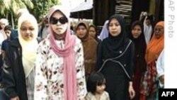 Malaysia giữ im lặng về vụ người mẫu bị án trượng hình