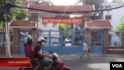 Một điểm tiêm vaccine ở Tp. Hồ Chí Minh. Photo VOA Express.