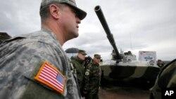 Estados Unidos, China y Rusia son las tres naciones, en ese orden, que más invierten en armamento militar.