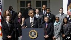 La declaración de Obama en la Casa Blanca fue seguida por un centenar de asistentes entre representantes de grupos ecologistas y ciudadanos.