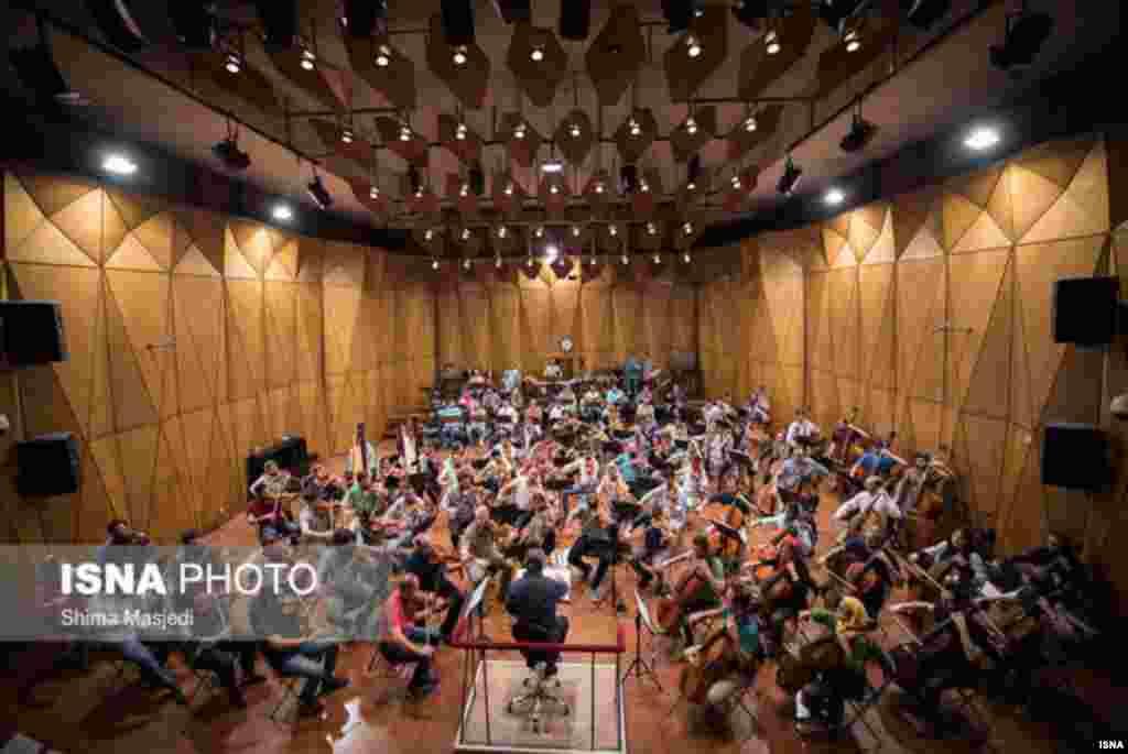 تمرین اجرای مشترک ارکستر ایتالیا و ارکستر سمفونیک تهران به رهبری ریکاردو موتی عکس: شیما مسجدی