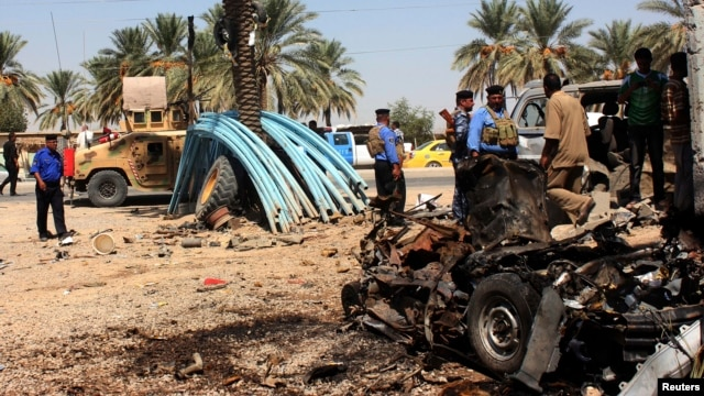 Iraqi security forces inspect the site of a bomb attack at the village of Anbakiya in Baquba, about 50 km (31 miles) northeast of Baghdad, Sept. 10, 2013.