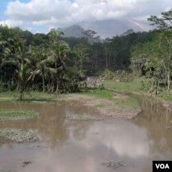Radius kawasan rawan bahaya saat ini telah dipersempit menjadi 2,5 kilometer dari puncak Gunung Merapi.