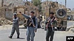 Cảnh sát Afghanistan canh gác gần nhà tù chính ở Kandahar, phía nam thủ đô Kabul, ngày 25/4/2011