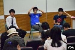 香港浸會大學學生會舉辦「公民抗命與以武制暴」論壇。(美國之音湯惠芸)