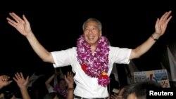 Thủ tướng Lý Hiển Long ăn mừng chiến thắng cuộc bầu cử tháng 12/1015. Thủ tướng Singapore vừa tiến hành cải tộ nội các và bổ nhiệm những vị trí quan trọng cho các ứng cử viên chức Thủ tướng.