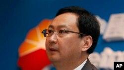 Wakil presiden PetroChina, Sun Longde, dalam konferensi pers di Hong Kong, 21 Maret 2013 (Foto: dok). Pemerintah China dilaporkan tengah menginterogasi lima eksekutif perusahaan minyak China terkait korupsi, termasuk Sun Lodge, Senin (9/9).