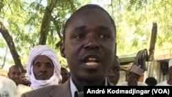 Dingamnayal Nely Versinis, président du Collectif tchadien contre la vie chère, à N'Djamena, le 20 janvier 2018. (VOA/André Kodmadjingar)
