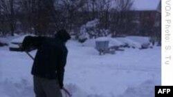 Người dân miền đông nước Mỹ trở lại làm việc sau bão tuyết