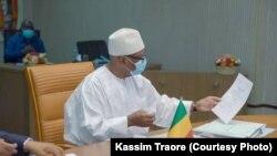 Trois groupements appellent le président malien à la démission