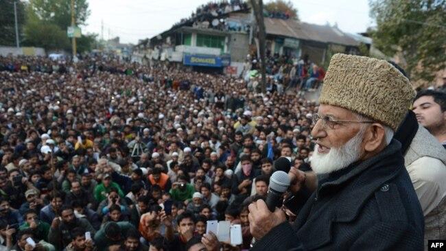سید علی گیلانی چند روز قبل طویل علالت کے بعد انتقال کر گئے تھے۔