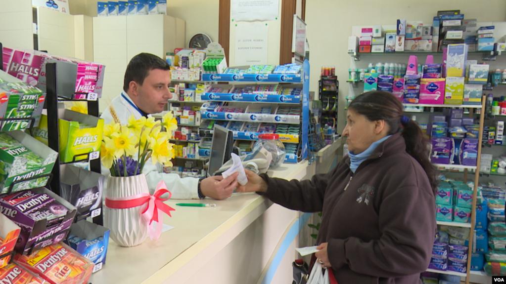 Tiranë: Frika e koronavirusit shkarkohet mbi farmacitë