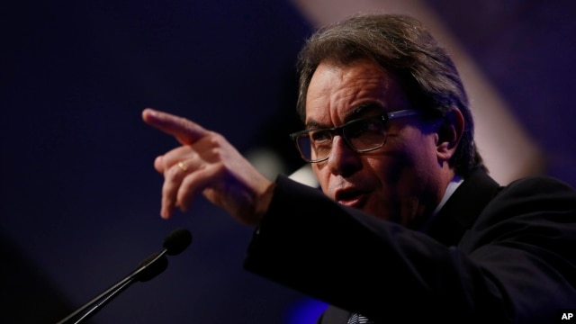 Acting Catalonia President Artur Mas, shown speaking to reporters in Barcelona on Jan. 5, 2016, says that if a new candidate for regional leader is not chosen before January 11, new elections will be called automatically.