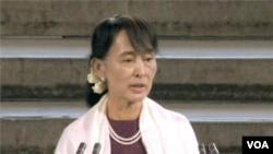Aung San Suu Kyi Addresses British Parliament