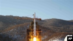 朝鲜成功发射远程火箭(资料照片)