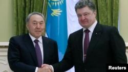 Нурсултан Назарбаев и Петр Порошенко. Киев, Украина. 22 декабря 2014 г.