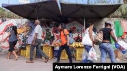 Los venezolanos con menos recursos serán los mas afectados por la crisis en 2015.