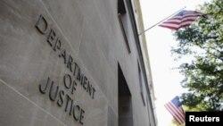 Bagian depan gedung Departemen Kehakiman AS di Washington, DC. (Foto: Dok)