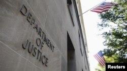 Tòa nhà Bộ Tư Pháp Hoa Kỳ. Cơ quan này cho biết một cư dân Mỹ đã bị truy tố về cáo trang âm mưu hỗ trợ vật chất cho IS.