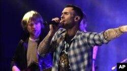 Adam Levine y su grupo Maroon 5 realizarán 12 conciertos en países latinoamericanos en 2016.