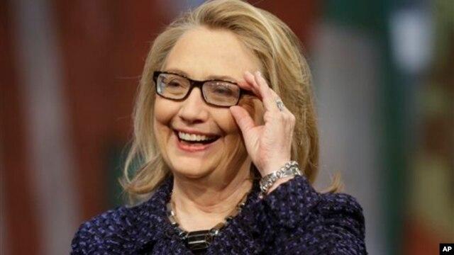 Setelah mengakhiri jabatannya sebagai menteri luar negeri Amerika, Hillary Rodham Clinton secara bergurau mengatakan bahwa hal pertama yang akan dilakukannya segera setelah meninggalkan Washington adalah tidur, karena ia kurang tidur selama 20 tahun terakhir (foto, 1/29/2013).
