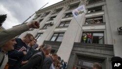 Slavlje proruskih pobunjenika pošto su zauzeli zgradu ukrajinske vlade 2014.