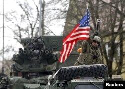 Baltikyanı dövlətlərə dəstək olaraq ABŞ rəhbərliyi altında NATO qüvvələri ərazidə hərbi təlimlər keçirib.