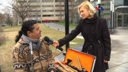La vida de un músico ambulante boliviano en D.C.