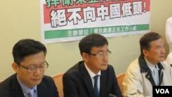 民進黨立委舉行捍衛東亞青運主辦權記者會(美國之音張永泰拍攝)