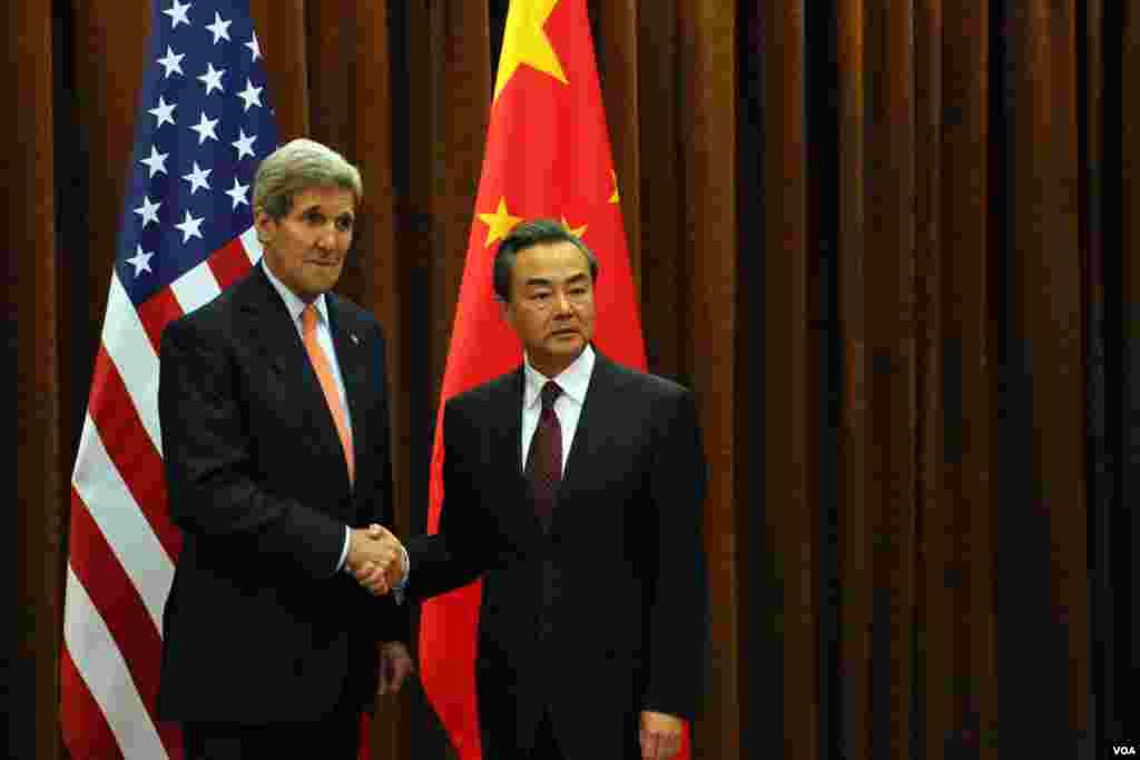 王毅外长与克里国务卿(美国之音莉雅拍摄)