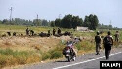 8일 터키 으드르 주에서 쿠르드 반군이 경찰 수송차량에 폭탄 공격을 가했다.