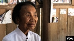 Im Chaem, a former Khmer Rouge cadre, talks to VOA after holding Christmas service at the church in Oddar Meanchey province's Anlong Veng district, on Dec. 14, 2019. (Hul Reaksmey/VOA Khmer)