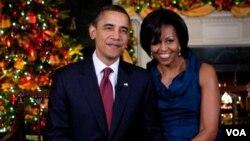 """El presidente Barack Obama y la primera dama, Michelle Obama, desearon a las familias estadounidenses """"Feliz Navidad"""" y alentaron a apoyar a las familias de militares."""