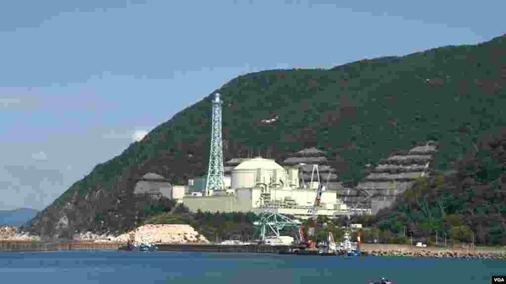 A view of the Monju fast breeder reactor facility in Tsuruga, Fukui Pref., Japan. (Steve Herman/VOA)