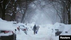 2015年2月9日马萨诸塞州波士顿剑桥市冰雪覆盖的街道