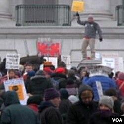 Demonstracije ispred državnog parlamenta u Madisonu, Wisconsin