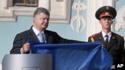 Президент Украины Порошенко на церемонии в честь Дня национального флага. Киев. Август 23, 2015.