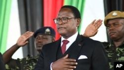 Rais wa Malawi Lazarus Chakwera alipoapishwa kuchukua madaraka mjini Lilongwe, Malawi, June 28, 2020.