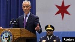 """El alcalde Rahm Emanuel dijo que Chicago no """"será chantajeada para que cambiemos nuestros valores, somos y continuaremos siendo una ciudad acogedora""""."""