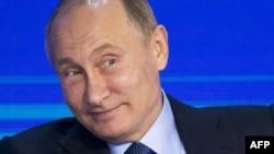 رئیس جمهور روسیه میگوید ادعای مداخلۀ روسیه در انتخابات ریاست جمهوری امریکا بخاطر انحراف افکار عامه از تمرکز بر مسایل واقعی است.