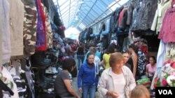 俄羅斯東西伯利亞雅庫特市的一家中國商販較集中的市場,一些中國人在當地已定居多年。(美國之音白樺拍攝)