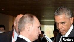 Vladimir Putin (esq), Barack Obama (dir)