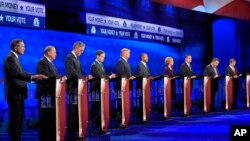 Debat kandidat capres AS dari Partai Republik (dari kiri): John Kasich, Mike Huckabee, Jeb Bush, Marco Rubio, Donald Trump, Ben Carson, Carly Fiorina, Ted Cruz, Chris Christie, dan Rand Paul di University of Colorado, Boulder, Colorado(28/10).